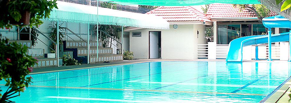 สะว่ายน้ำภายในโรงเรียน